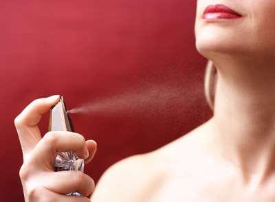 Kako pravilno nanijeti parfem?
