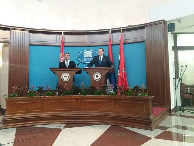 Dodik-Vulin: Srpska će pratiti Srbiju u vojnoj neutralnosti