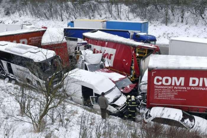 U Češkoj zatvoren auto-put zbog ogromnog broja saobraćajnih nesreća