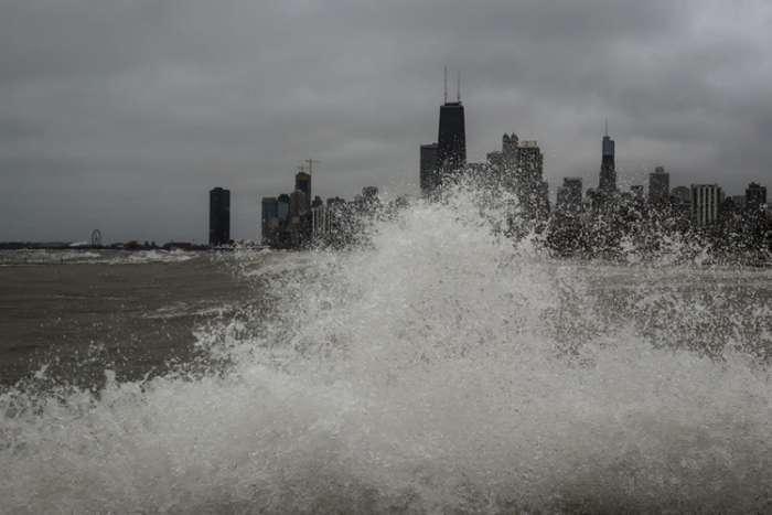 Olujno nevrijeme u SAD: Šest metara visoki valovi na jezeru Mičigen