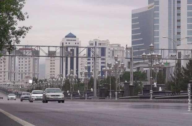 Predsednik Turkmenistana zabranio sve automobile osim belih?