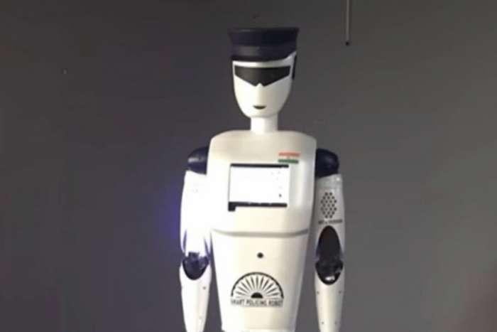 """Pravi """"robocop"""" na ulicama Indije"""