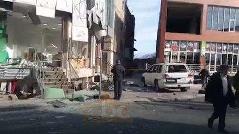 Ispred prostorija srpsko-crnogorske manjine bačena bomba na ALBANSKOG BIZNISMENA, povređena crnogorska novinarka