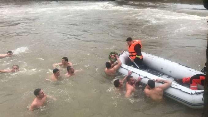 Plivanje za Časni krst pobjednik Aleksandar Vlajić iz Štrbaca