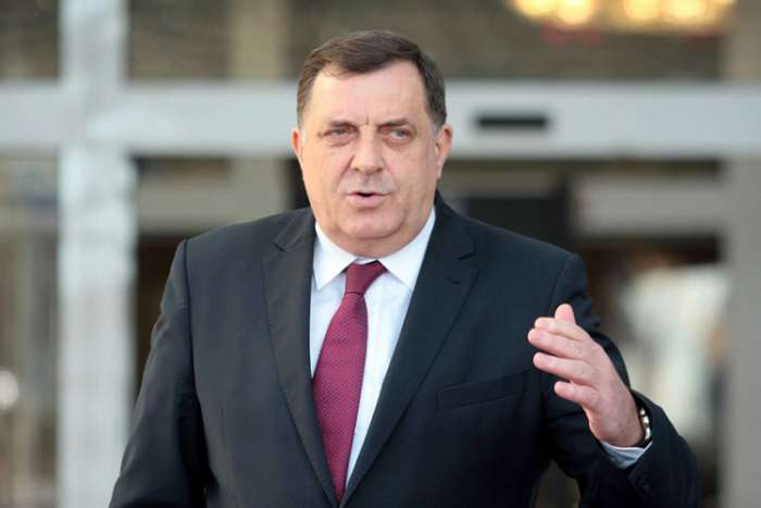 Dodik: Izetbegović otišao u Brisel da se prodaje kao veliki državnik