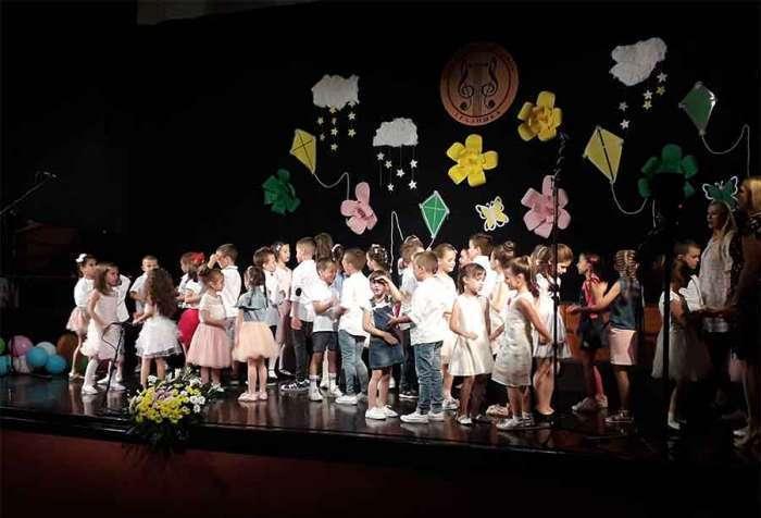 U Gradiški održan koncert najmlađih učenika Muzičke škole