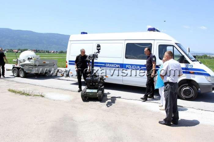 Antibombni tim Granične policije BiH: 11 odabranih i njihovi roboti jurišaju na bombe