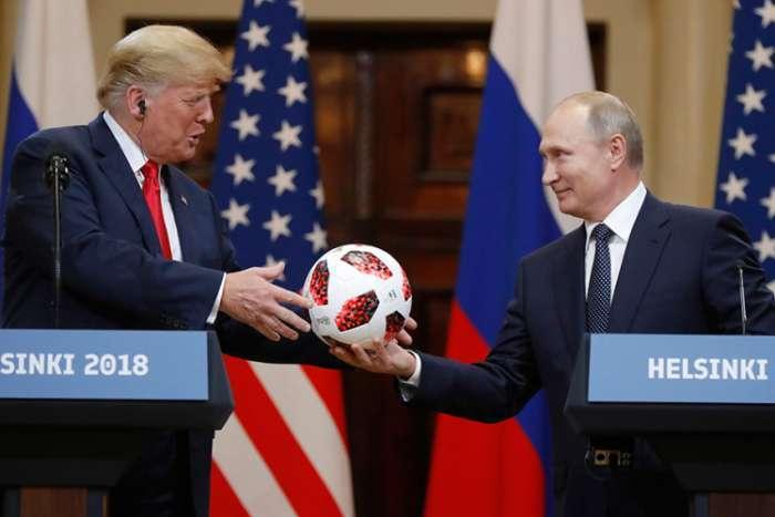Putin poklonio loptu Trampu, Tramp je bacio Melaniji