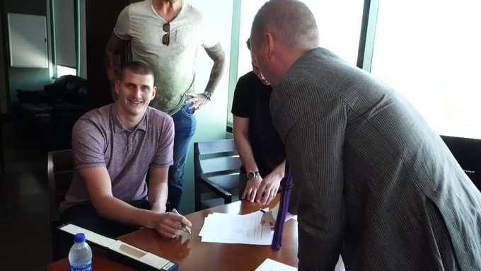 Јokić zvanično produžio saradnju s Denverom, bogatiji za 148 miliona