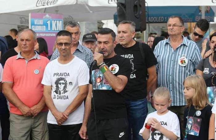 """PRAVDA ZA DAVIDA: Dragićević prozvao OHR """"Dajte nam pravo na život!"""""""