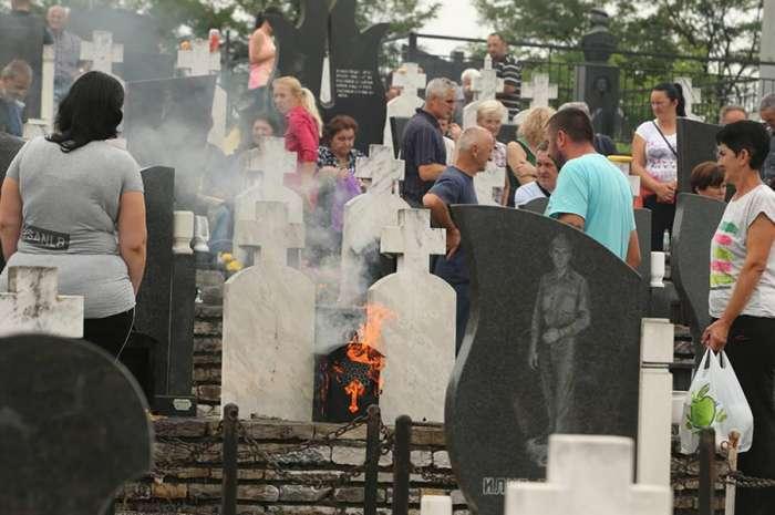 Sjećanje na srpske žrtve: U Bratuncu položeni vijenci ubijenima u proteklom ratu