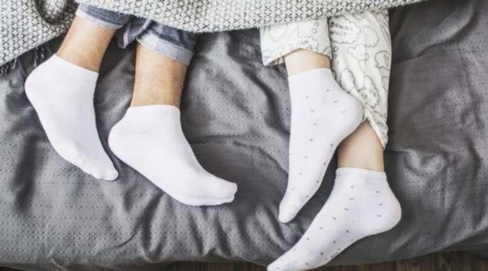 Nošenje čarapa u krevetu poboljšava seksualni život, zdravlje i san