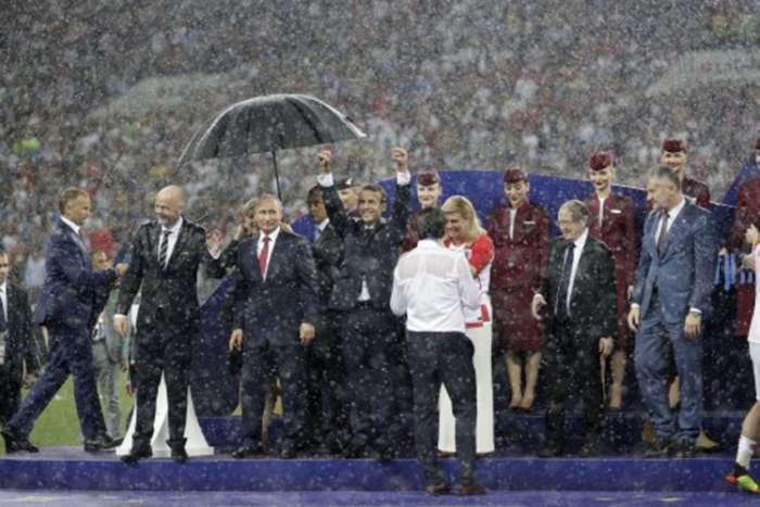 Objašnjeno zašto je samo Putin imao kišobran