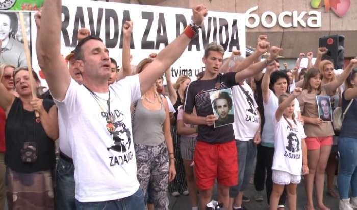 """""""NE SMIJEMO DOZVOLITI DA SE NJEGOVA VATRA UGASI"""" Na Trgu Krajine održan 148. skup """"Pravda za Davida"""" (VIDEO)"""