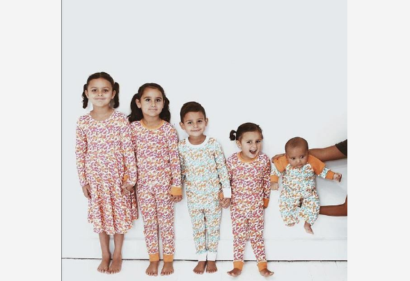 """Petero djece i njihova majka """"zarazili"""" su srećom korisnike Instagrama"""