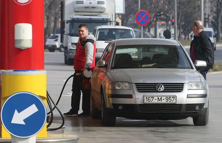 Gorivo opet POSKUPLJUJE, ministar Gluhaković ima JEDNOSTAVAN SAVJET za vozače