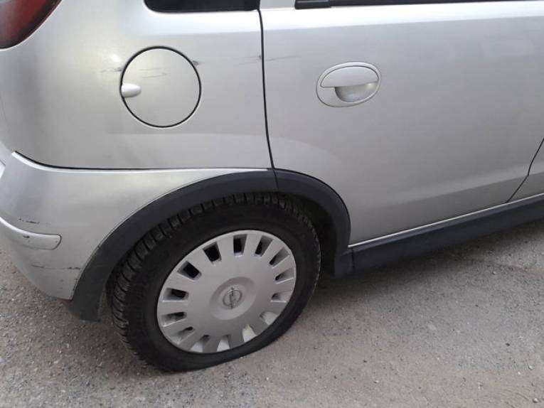 Izbušene gume na više automobila