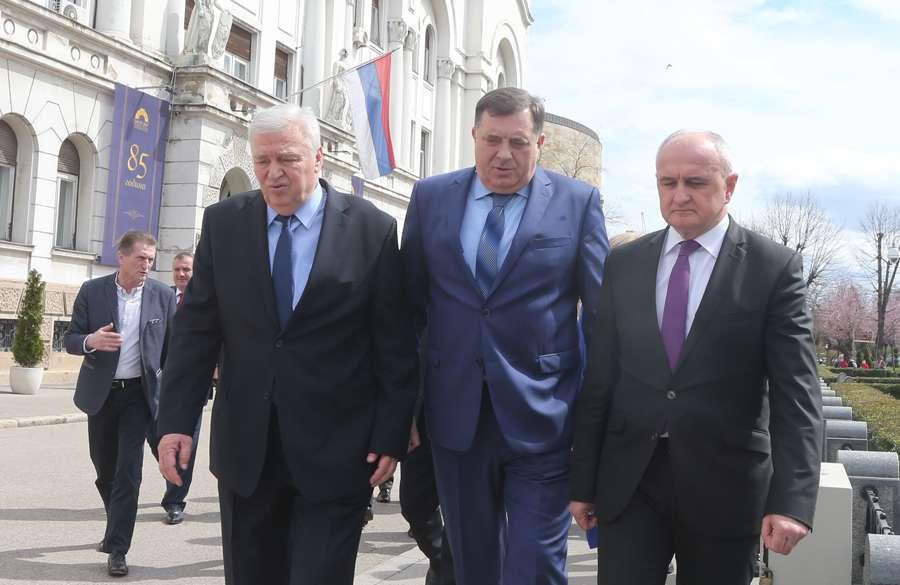 Ko šta dobija u novoj Vladi Srpske: Đokiću i Paviću manje ministara, Stevandiću, Petroviću i Čaviću po jedan resor