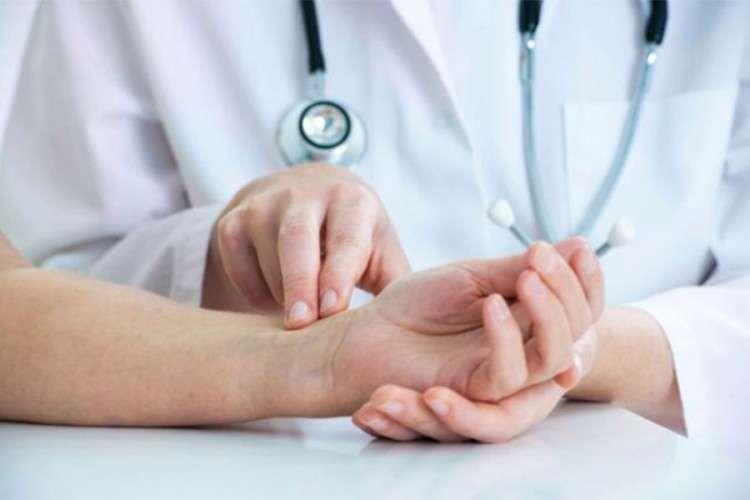 Šta je uzrok drhtanja ruku?