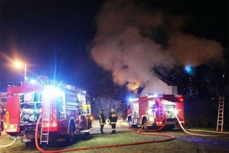Gori pilana kod Bijeljine, vatrogasci na terenu