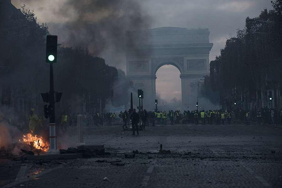 U Parizu u neredima povrijeđeno najmanje 55 ljudi