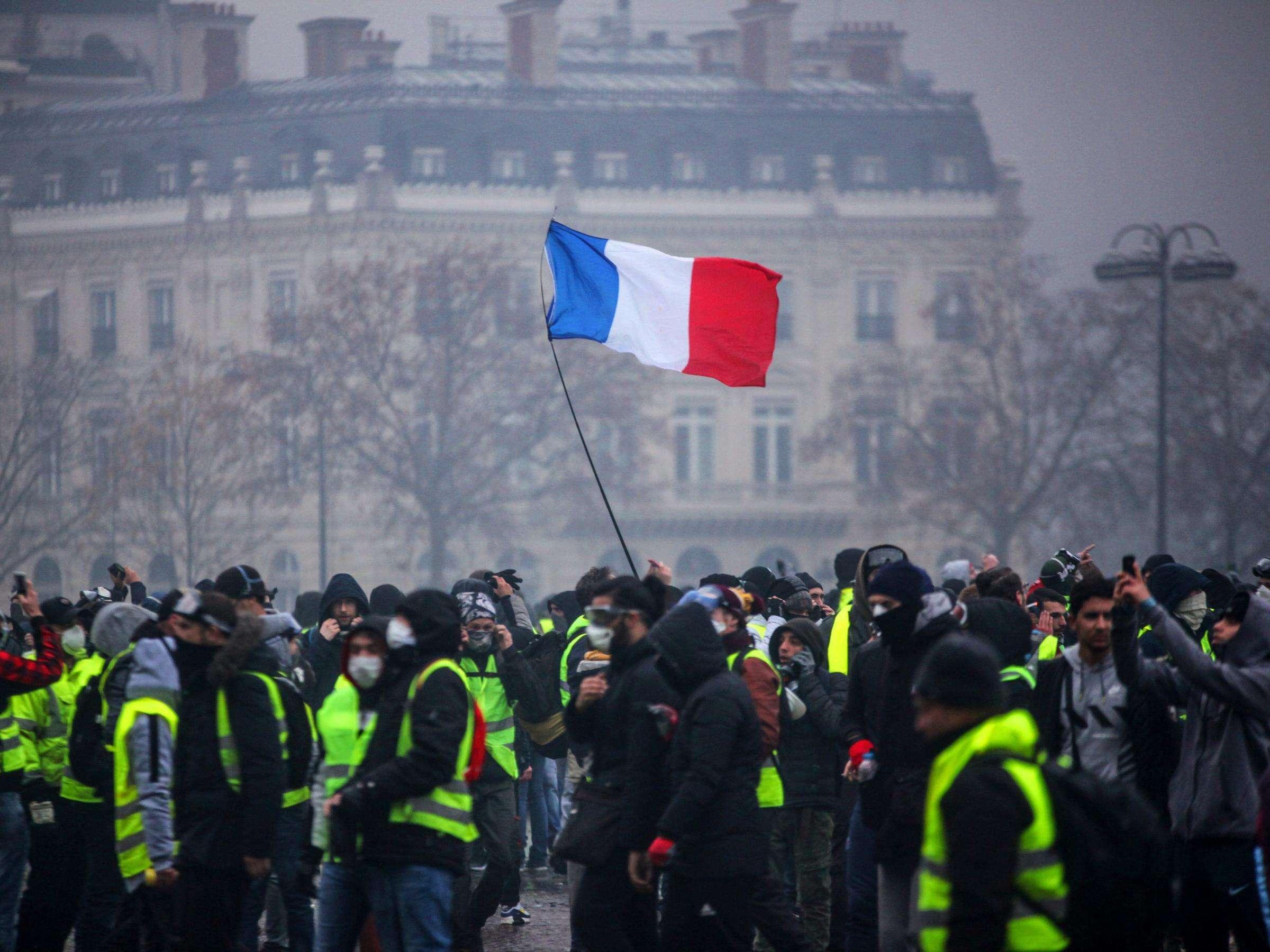 Јake snage policije u centru Pariza, privođenja prije protesta