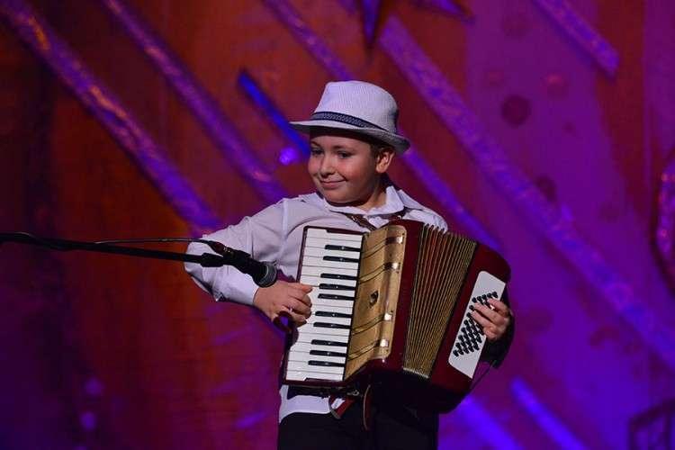 """Sedmogodišnji harmonikaš u akciji """"S ljubavlju hrabrim srcima"""""""