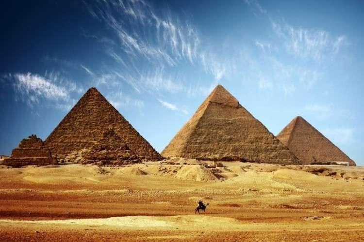 Skinuli se goli i vodili ljubav na vrhu Keopsove piramide (VIDEO)