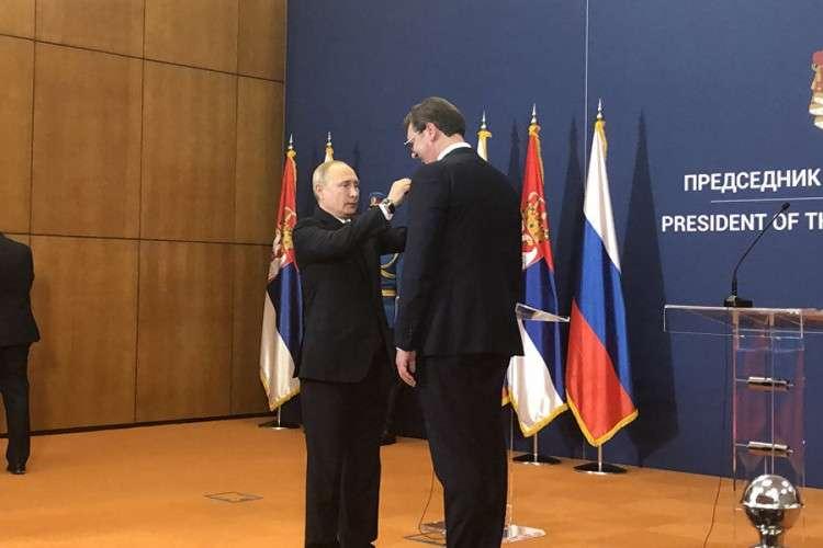 Putin uručio Vučiću Orden Aleksandra Nevskog