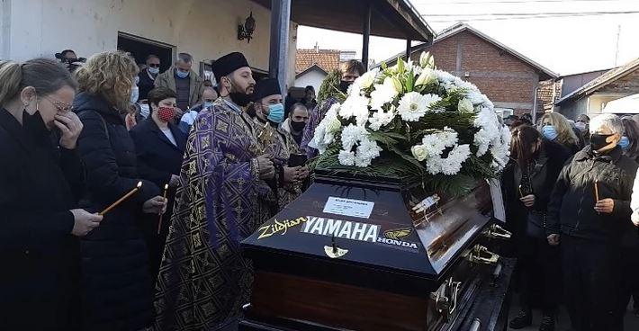Najpotresniji trenutak na sahrani Bojana Zlatanovića: Sin (6) izustio jednu rečenicu, jauci majke paraju nebo