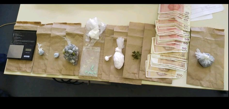 Pretresom u Doboju pronađena i oduzeta različita opojna droga i novac
