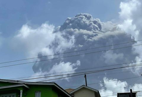Erupcija vulkana Sv. Vincent: Hiljade ljudi napustili domove
