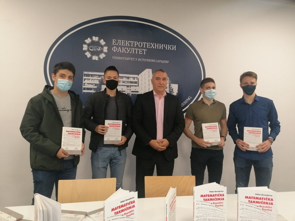 ETF poklonio knjige za takmičenje iz matematike srednjoškolcima sa istoka Srpske