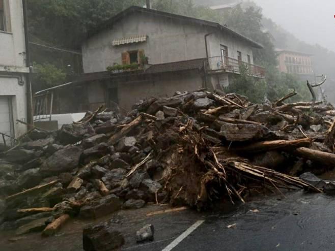 Poplave i klizišta u Italiji, vodopadi blata i kamenja po ulicama (VIDEO)