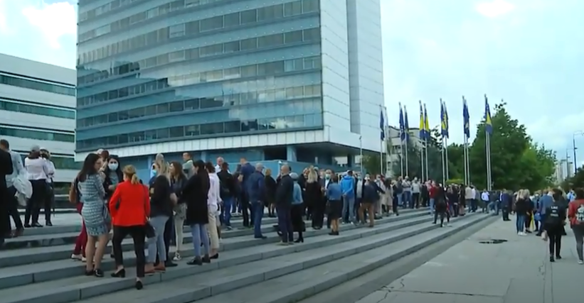 Sarajevo: Protest državnih službenika(VIDEO)