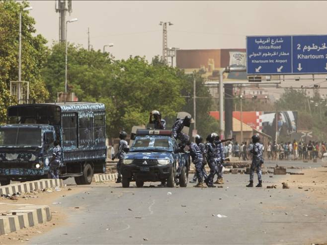 Sudan: Proglašeno vanredno stanje, raspuštena vlada (VIDEO)
