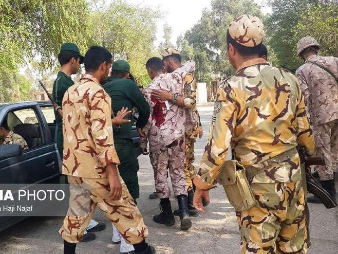 Pucnjava tokom vojne parade u Iranu, ubijeno devet vojnika (FOTO/VIDEO)